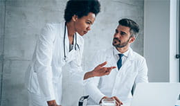 Two doctors talking/doctor explaining something to another doctor